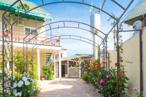 Отель «Ривьера Плюс» в Затоке - фото